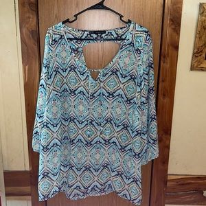 Woman's plus size maurices top